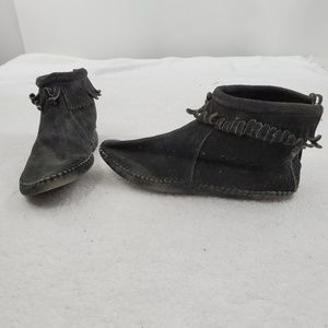 Minnetonka Moccasins 7 Vintage Black Shoes Fringe